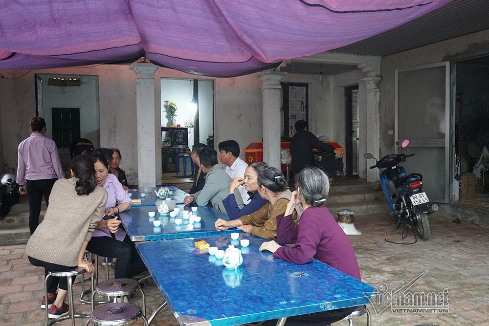 Tai nạn 7 người chết: Đại tang cả thôn, khăn trắng phủ kín đường làng - Ảnh 7