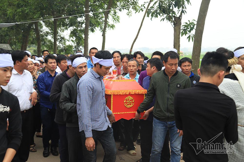 Tai nạn 7 người chết: Đại tang cả thôn, khăn trắng phủ kín đường làng - Ảnh 9