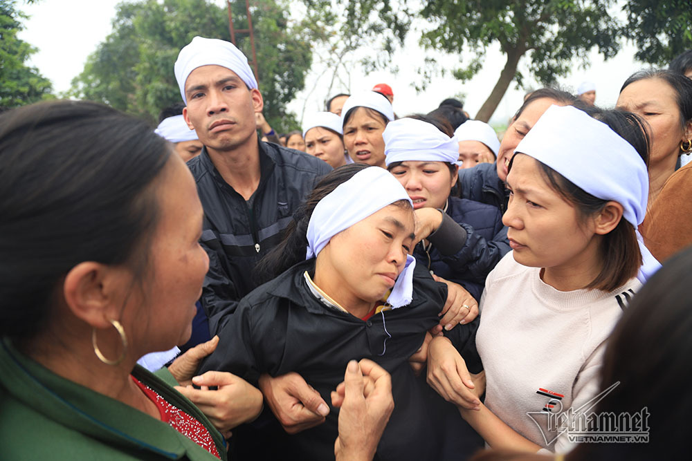 Tai nạn 7 người chết: Đại tang cả thôn, khăn trắng phủ kín đường làng - Ảnh 10