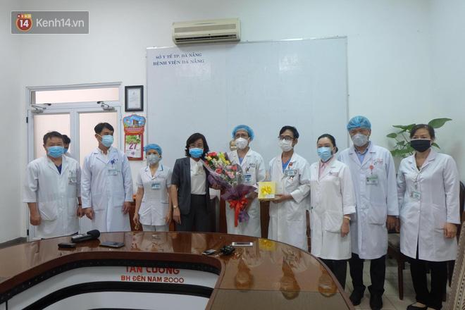 Tâm sự của bác sĩ chữa khỏi Covid-19 cho 3 bệnh nhân ở Đà Nẵng: 'Chúng tôi hứa sẽ tiếp tục chiến đấu vì cuộc chiến này còn dài' - Ảnh 4