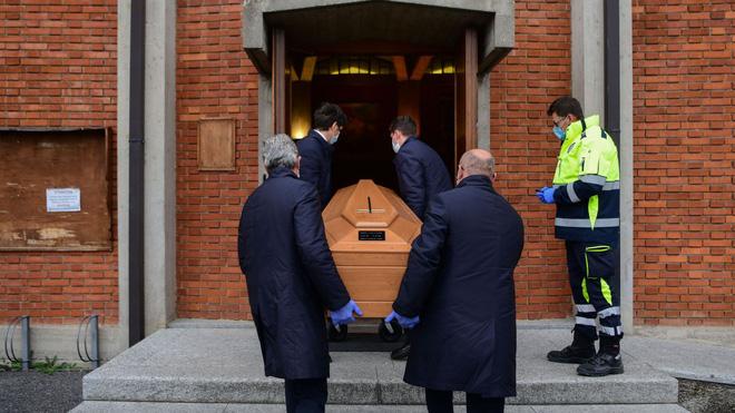 Italy tăng kỷ lục 919 người tử vong vì Covid-19 trong ngày 27/3, tổng số ca nhiễm đã vượt qua Trung Quốc và đứng thứ nhì thế giới - Ảnh 1