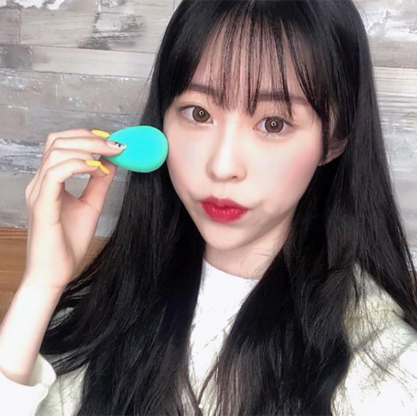6 mẹo trang điểm hay ho của các idol Hàn cho da mịn mướt hơn - Ảnh 1