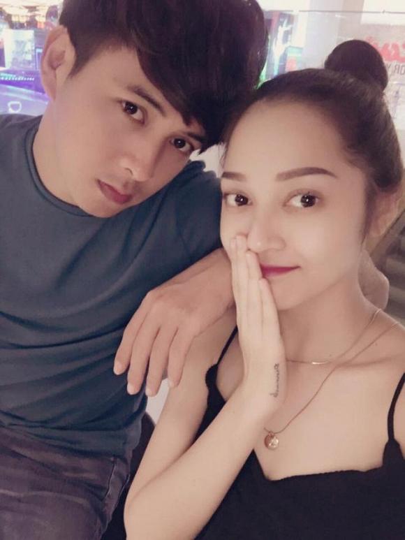 Hồ Quang Hiếu và Bảo Anh lại bị fan 'bắt thóp' đi du lịch cùng nhau? - Ảnh 1