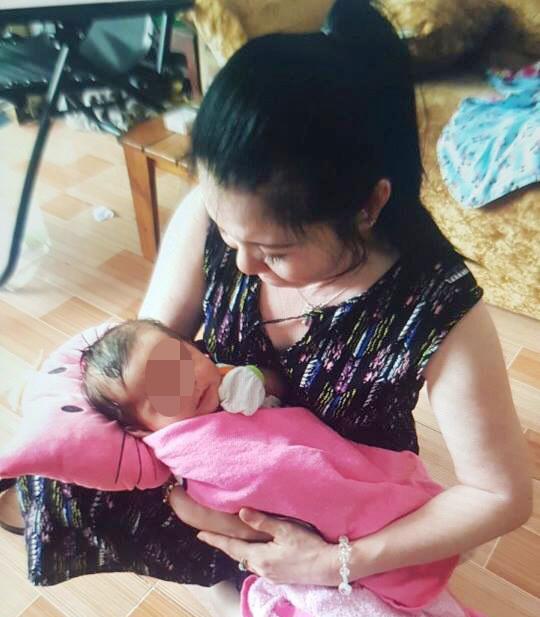 Nỗi đau bà nội hụt trước kết quả ADN con gái nuôi của nữ chủ tịch phường - Ảnh 1