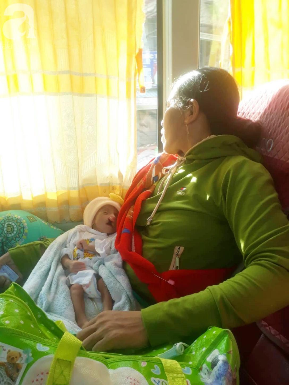Xót cảnh bé trai 2 tháng tuổi suy dinh dưỡng, nặng chỉ 2 ký mà mẹ nghèo không đủ tiền đưa lên Sài Gòn chữa bệnh - Ảnh 2