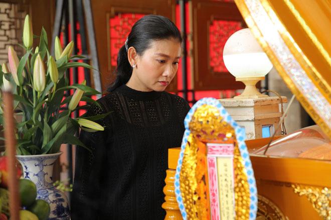 Vợ Thanh Hoàng khóc ngất trong tang lễ của chồng, nhiều nghệ sĩ đến động viên - Ảnh 7