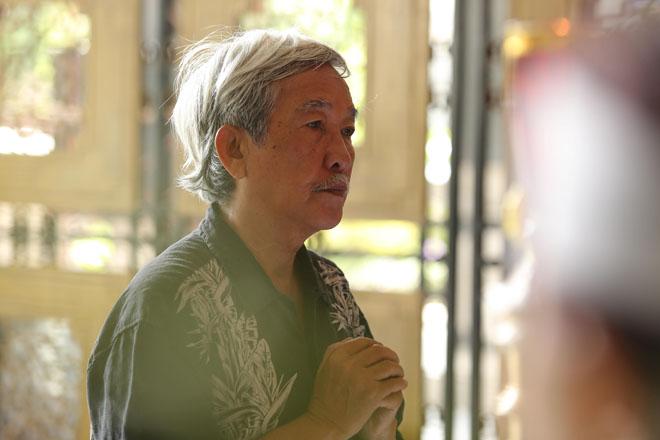 Vợ Thanh Hoàng khóc ngất trong tang lễ của chồng, nhiều nghệ sĩ đến động viên - Ảnh 8