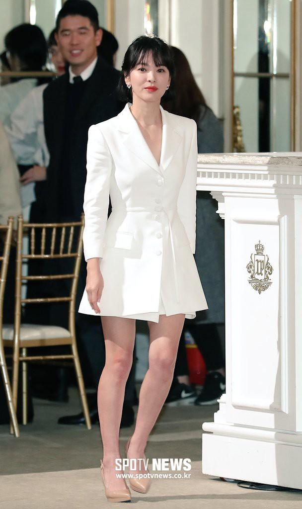"""Ngỡ chẳng liên quan, Bảo Thanh và Song Hye Kyo lại cùng mê kiểu váy được coi là bảo bối hack dáng cho quý cô """"nấm lùn"""" - Ảnh 3"""