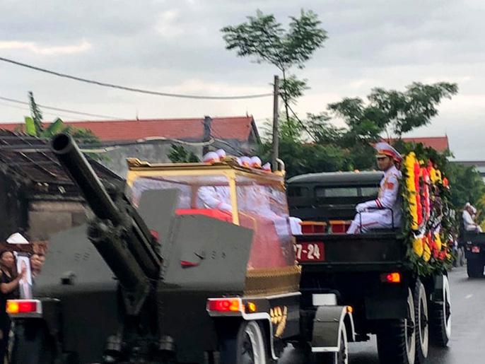 Linh xa Chủ tịch nước Trần Đại Quang về tới quê nhà - Ảnh 1