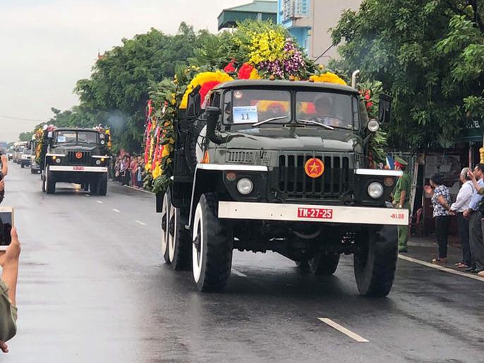 Linh xa Chủ tịch nước Trần Đại Quang về tới quê nhà - Ảnh 2