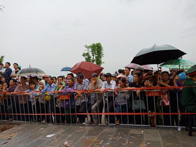 Linh xa Chủ tịch nước Trần Đại Quang về tới quê nhà - Ảnh 11
