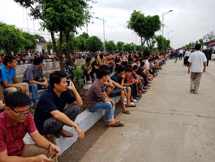Linh xa Chủ tịch nước Trần Đại Quang về tới quê nhà - Ảnh 4