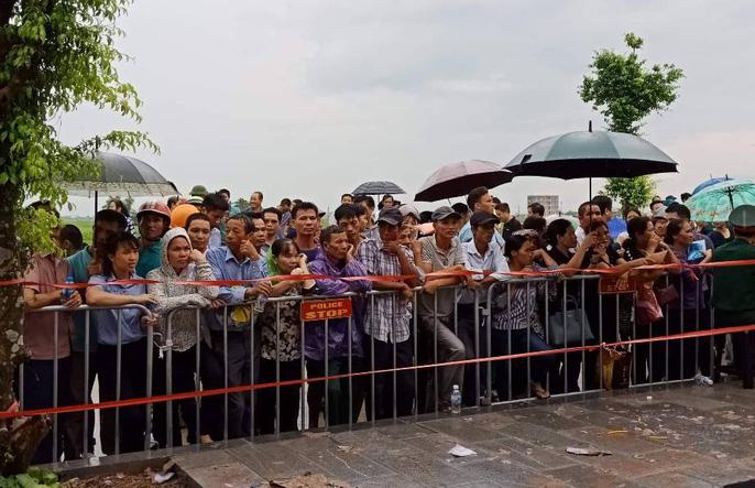 Linh xa Chủ tịch nước Trần Đại Quang về tới quê nhà - Ảnh 7