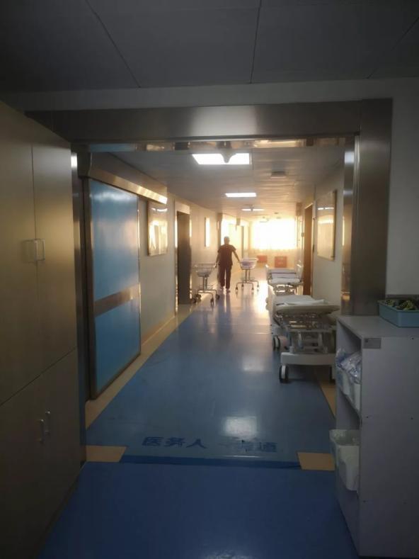 Bác sĩ khuyên mổ luôn vì siêu âm thấy thai nhi có vấn đề, mẹ vẫn nhất quyết 'nhịn đẻ' chờ giờ đẹp - Ảnh 1