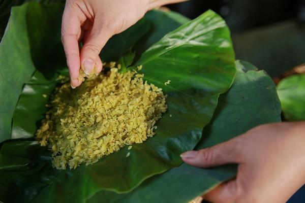 Cách làm bánh cốm nhân đậu xanh chuẩn hương vị Hà Nội - Ảnh 2