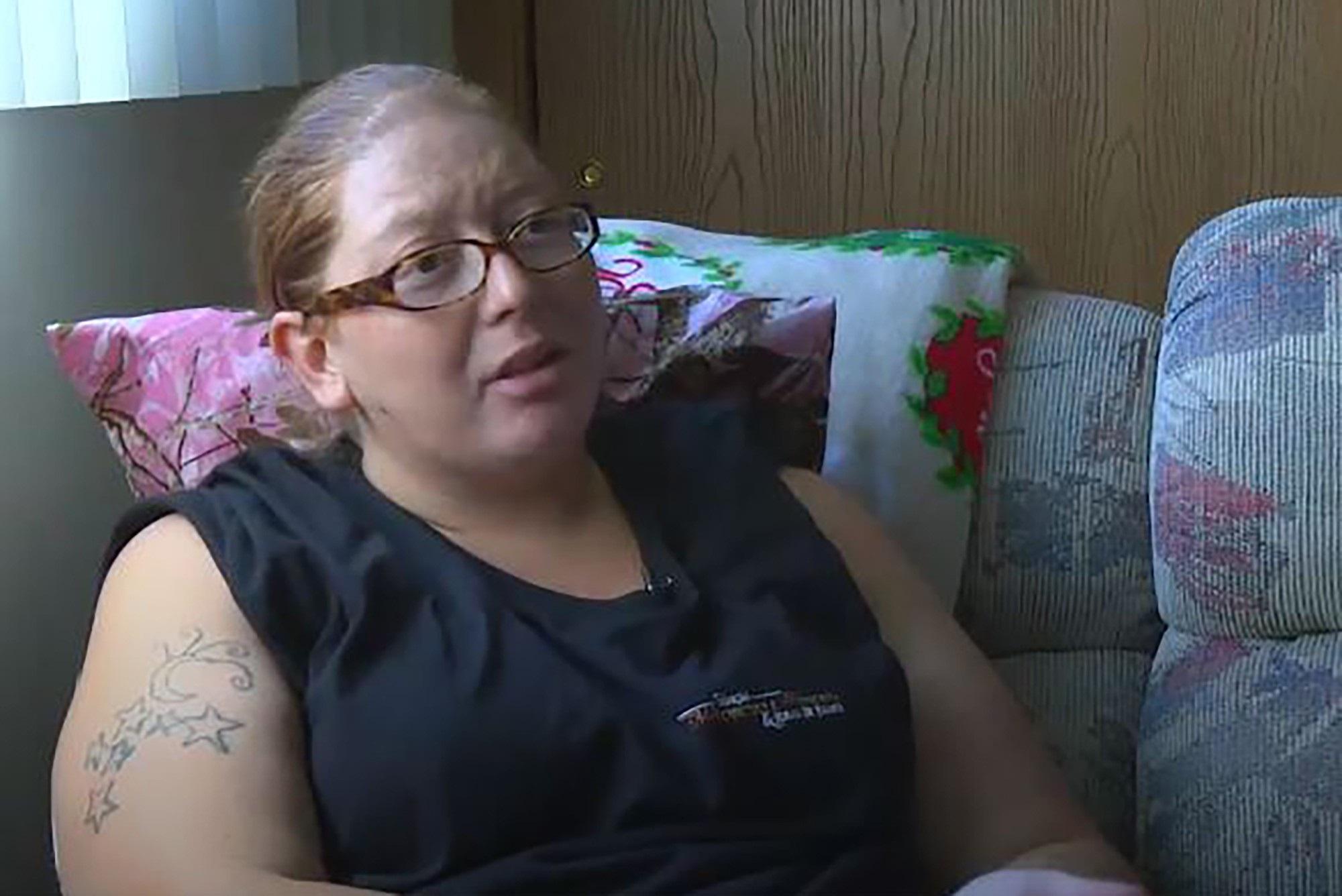 Đến viện mổ sỏi thận, bà mẹ sốc nặng khi được chẩn đoán mang thai đôi nhưng khi đẻ cả gia đình và ê-kíp bác sĩ ngỡ ngàng - Ảnh 1
