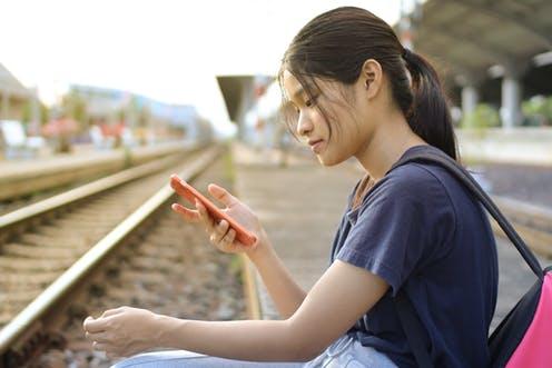 Mạng xã hội làm gia tăng nguy cơ mắc bệnh tâm thần ở trẻ em - Ảnh 2