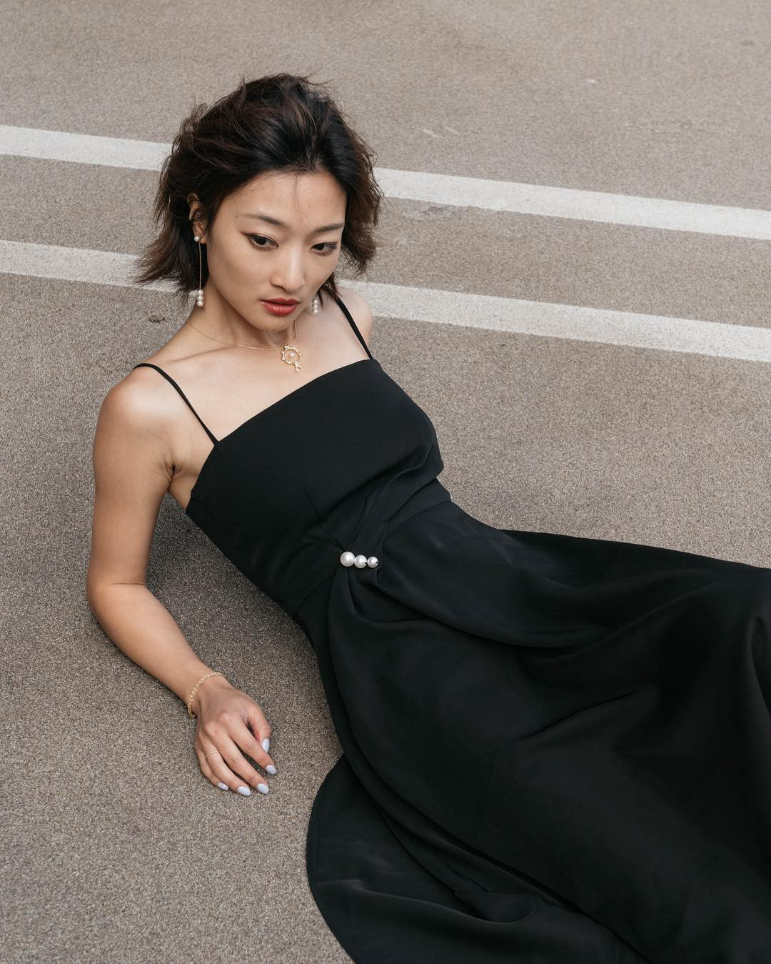 Nhờ một mẫu váy: Hà Tăng, Phạm Quỳnh Anh và Đàm Thu Trang khiến người ta nín lặng trước vẻ sexy và sang chảnh tột bậc - Ảnh 8