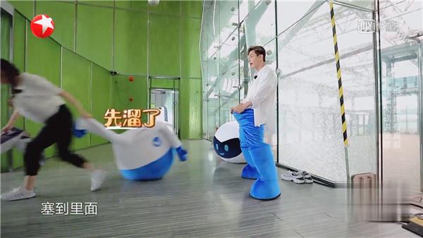Những cảnh phản cảm của giới nghệ sĩ trên sóng truyền hình Trung Quốc - Ảnh 5