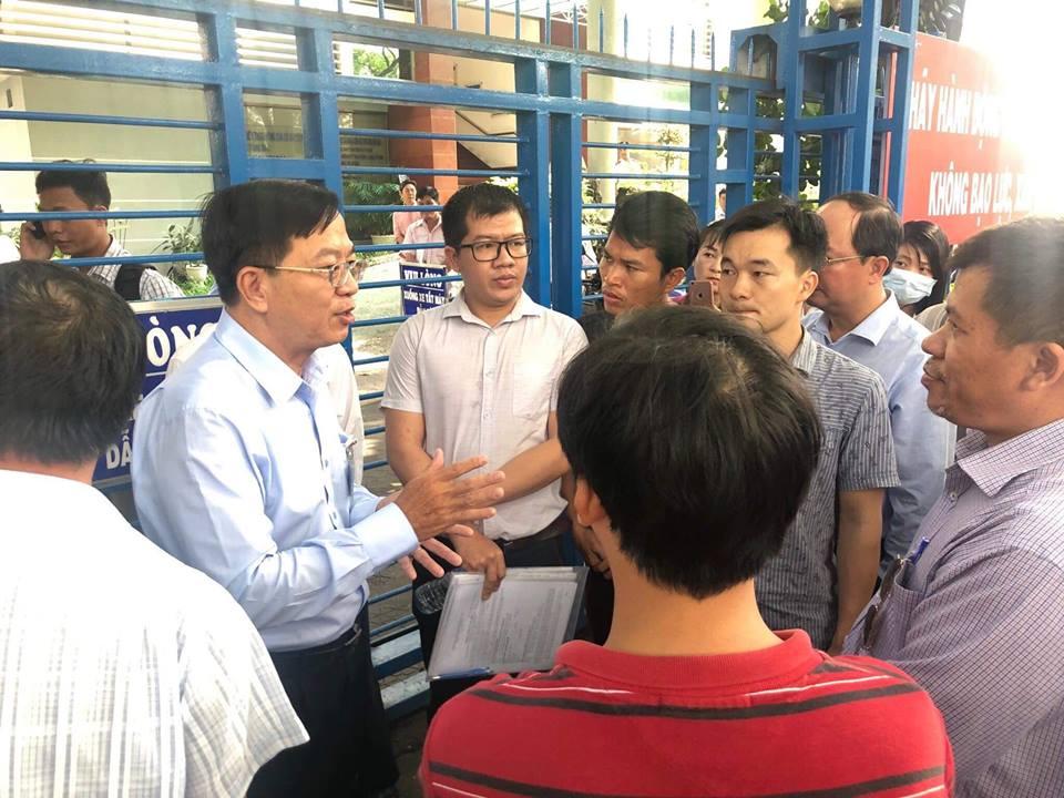 Bức xúc chủ đầu tư, 500 khách hàng kéo lên Sở Xây dựng TP.HCM đòi nhà - Ảnh 1