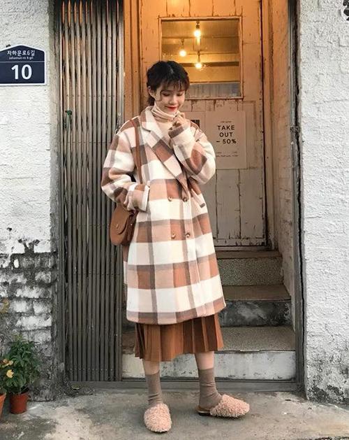 Cách diện chân váy trong mùa đông sành điệu và ấm áp - Ảnh 2