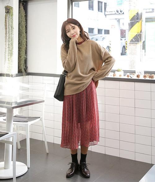 Cách diện chân váy trong mùa đông sành điệu và ấm áp - Ảnh 9