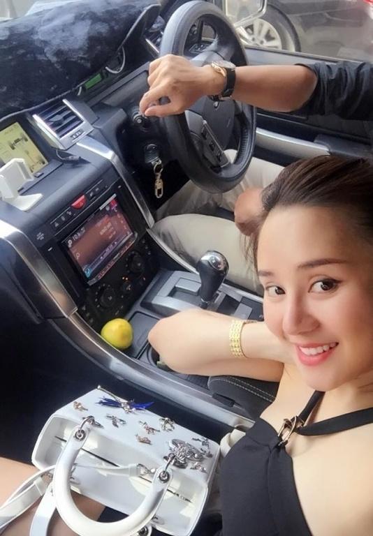 Chuyện đời ít ai biết của Vy Oanh: Từng đi bưng bê, rửa chén trước khi ở nhà tiền tỷ, đi siêu xe - Ảnh 9