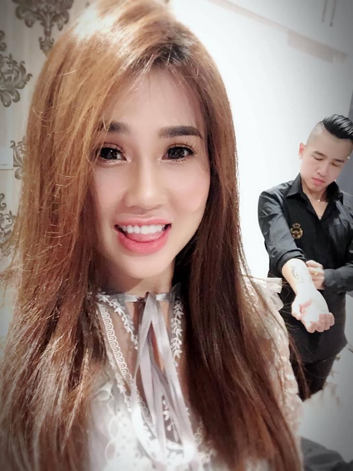 Tiêu Quang Vboys mua lô đất làm quà sinh nhật tặng vợ là chị gái Ngọc Trinh - Ảnh 1