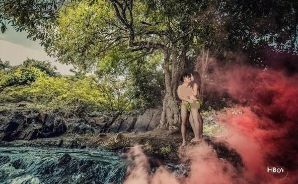 Bộ ảnh cưới khỏa thân trong rừng và dưới thác khiến dân mạng sôi sục - Ảnh 1