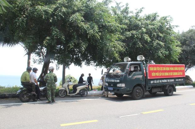 Hàng trăm người ở Đà Nẵng lên rừng tụ tập trong đợt cao điểm phòng chống dịch Covid-19 - Ảnh 2