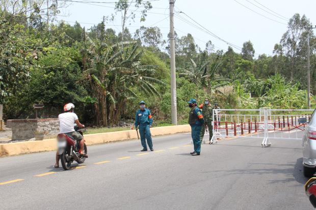 Hàng trăm người ở Đà Nẵng lên rừng tụ tập trong đợt cao điểm phòng chống dịch Covid-19 - Ảnh 3