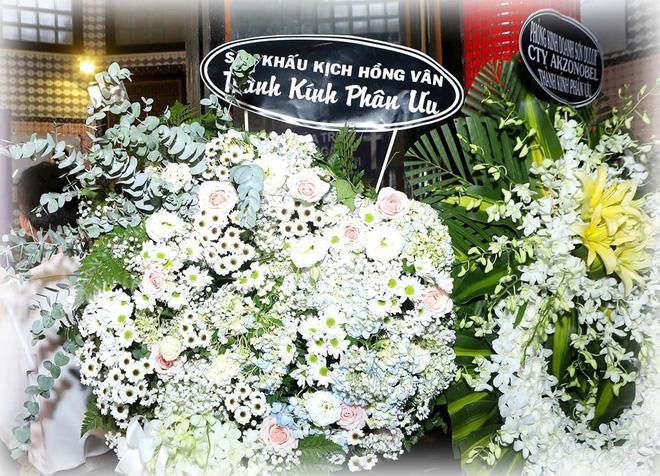 Bức ảnh xúc động nhất hôm nay: NSND Hồng Vân chia sẻ khoảnh khắc Mai Phương bên cố nghệ sĩ Anh Vũ và lý do không tới tang lễ - Ảnh 1