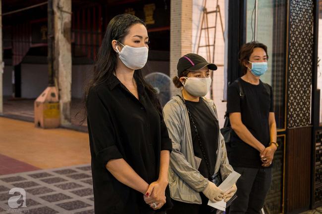 Tang lễ diễn viên Mai Phương diễn ra lặng lẽ, gia đình bạn bè không nén nổi nước mắt - Ảnh 3