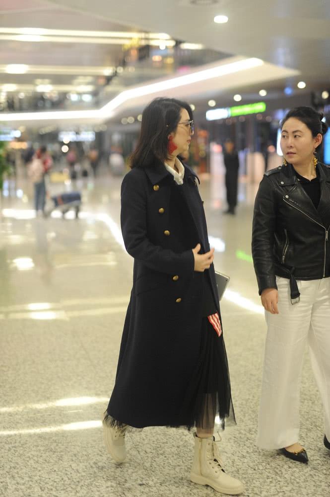 Hồng Hân lần đầu xuất hiện trước đám đông sau khi Trương Đan Phong phủ nhận ngoại tình với trợ lý - Ảnh 4