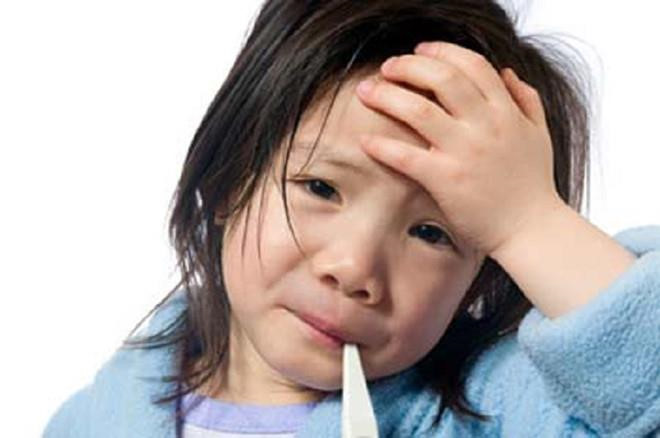 Mẹo hạ sốt không cần dùng thuốc - Ảnh 1