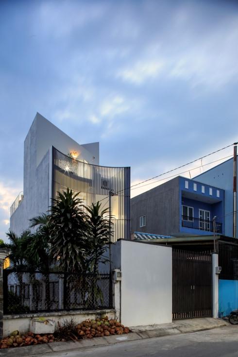 Nhà kết hợp giữa kiến trúc hiện đại với vật liệu truyền thống - Ảnh 1