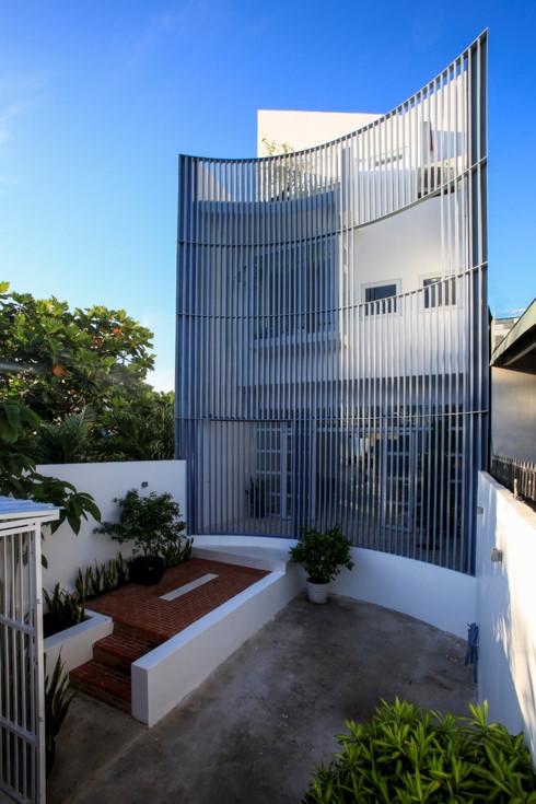 Nhà kết hợp giữa kiến trúc hiện đại với vật liệu truyền thống - Ảnh 2