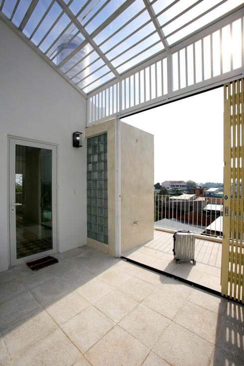 Nhà kết hợp giữa kiến trúc hiện đại với vật liệu truyền thống - Ảnh 12
