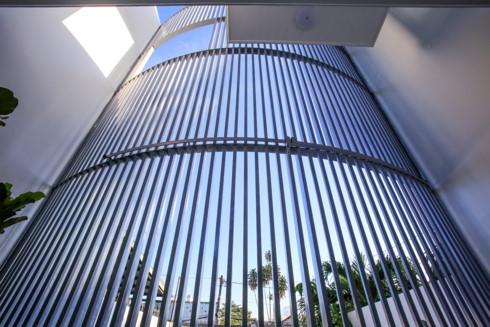 Nhà kết hợp giữa kiến trúc hiện đại với vật liệu truyền thống - Ảnh 13