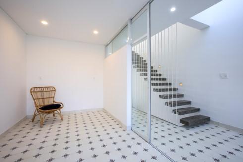Nhà kết hợp giữa kiến trúc hiện đại với vật liệu truyền thống - Ảnh 6