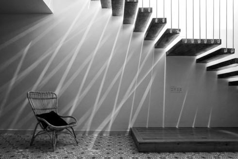 Nhà kết hợp giữa kiến trúc hiện đại với vật liệu truyền thống - Ảnh 7