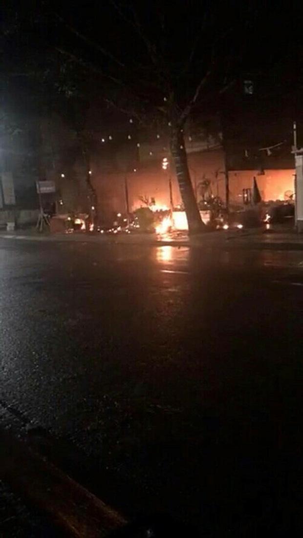 Nhà hàng MC Nguyên Khang bất ngờ cháy rụi khi vừa mở lại sau dịch: Thiệt hại 100%, phải nén buồn để giải quyết mọi chuyện - Ảnh 1