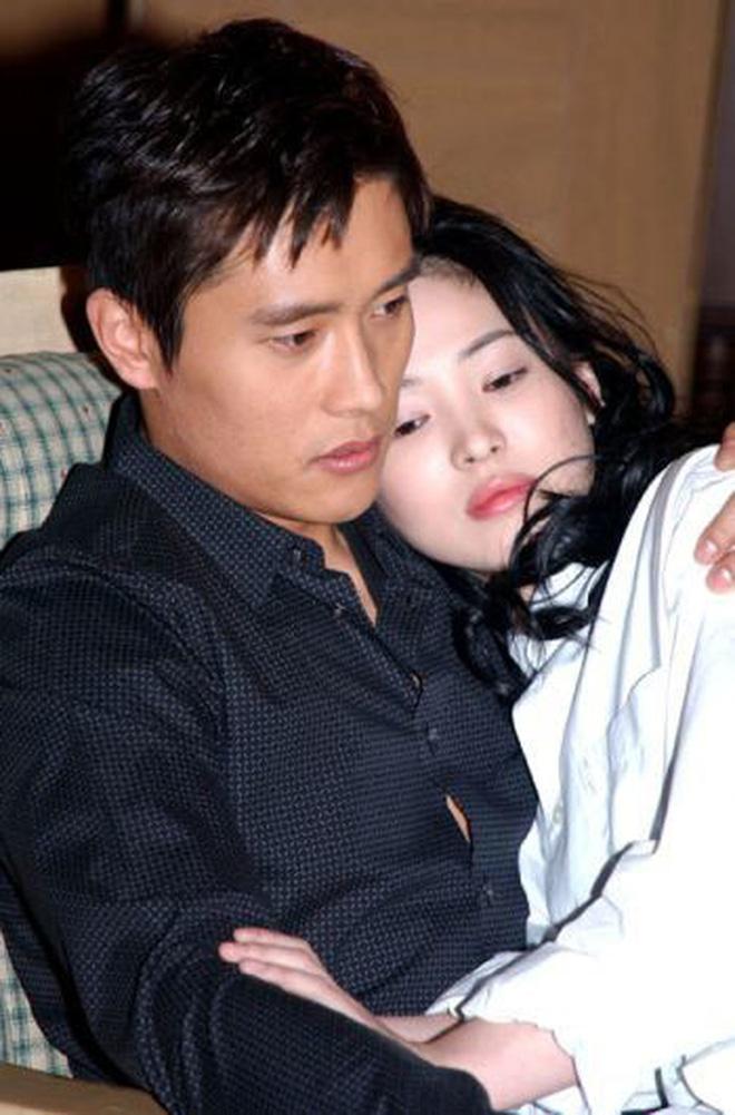Song Hye Kyo bất ngờ bị réo tên giữa drama vợ chồng Lee Dong Gun ly hôn, chuyện gì thế này? - Ảnh 7