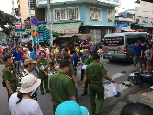 Tài xế Vinasun rời đi sau tai nạn: Đã rõ danh tính 2 nạn nhân lẫn tài xế taxi - Ảnh 1