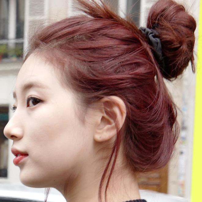 """7 kiểu tóc búi """"mix"""" phụ kiện xinh xẻo của loạt mỹ nhân Hàn, bạn học theo thì tóc tai sẽ chẳng bao giờ 'chán đời' - Ảnh 1"""