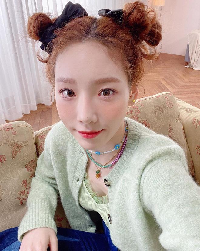 """7 kiểu tóc búi """"mix"""" phụ kiện xinh xẻo của loạt mỹ nhân Hàn, bạn học theo thì tóc tai sẽ chẳng bao giờ 'chán đời' - Ảnh 10"""