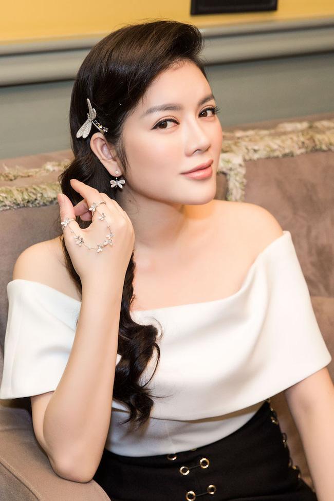 Những mỹ nhân nào đang sở hữu nhẫn kim cương lớn nhất showbiz Việt? - Ảnh 3