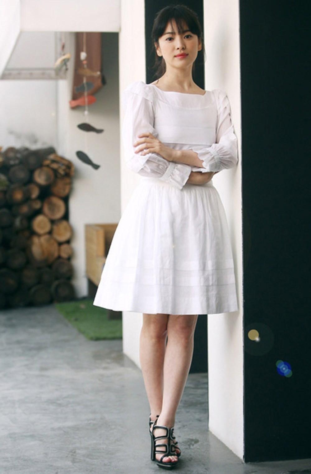 Rút kinh nghiệm từ Song Hye Kyo, chị em sẽ biết mẫu giày nào nên - không nên diện nếu sở hữu cặp chân ngắn và hơi thô - Ảnh 3