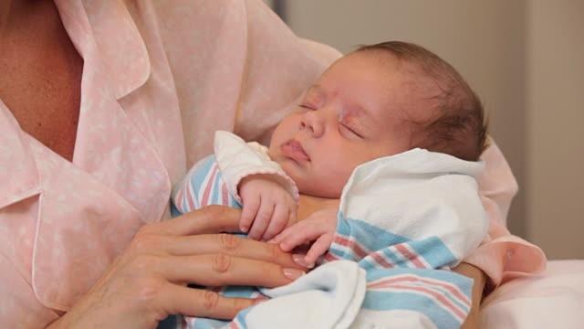 Những mặt lợi và hại của sinh mổ so với sinh thường các mẹ bầu nhất định phải biết - Ảnh 1
