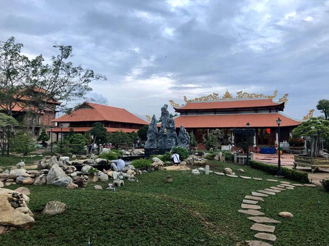 Phía sau nhà thờ Tổ 100 tỷ của Hoài Linh và biệt thự 60 tỷ của Mr Đàm là gì? - Ảnh 12